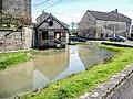La fontaine-lavoir et le ruisseau.jpg
