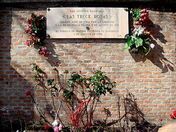 """""""Las trece rosas"""" Homenaje a trece jovenes mujeres inocentes ejecutadas 350px-Las_Trece_Rosas"""