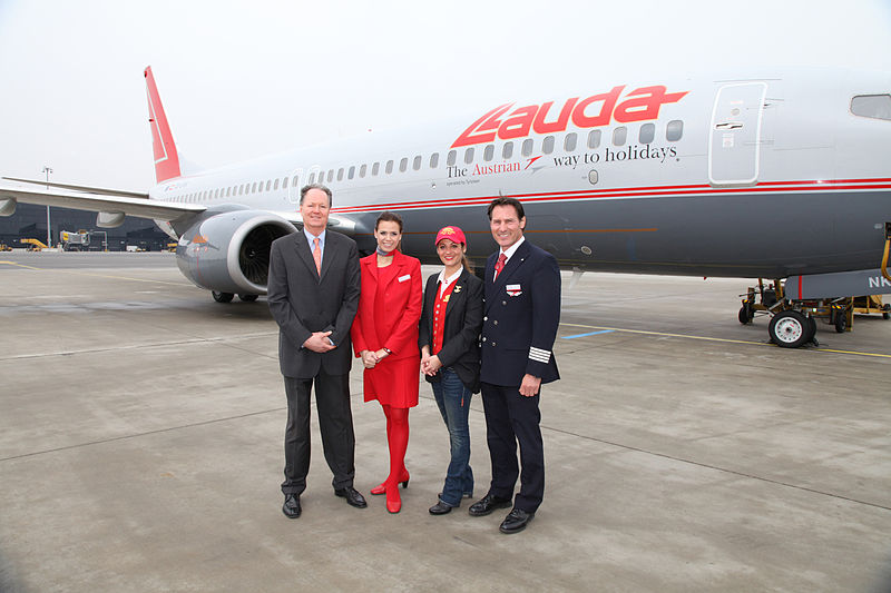 File:Lauda Air Boeing 737 Farewell 1.jpg