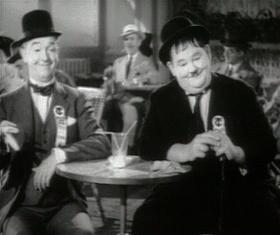 Stanlio & Ollio nel film I diavoli volanti (1939)