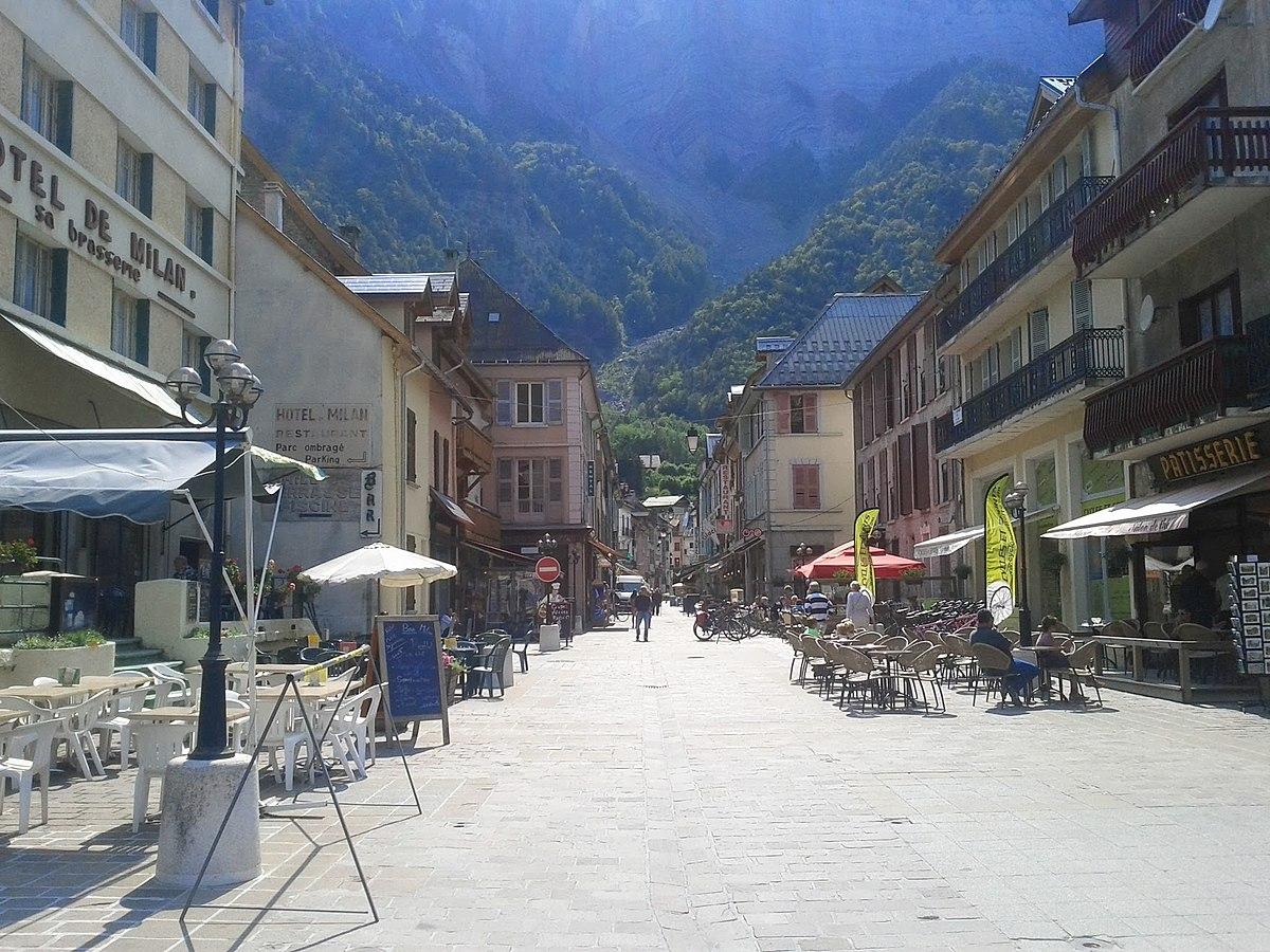Le Bourg d'Oisans - panoramio.jpg