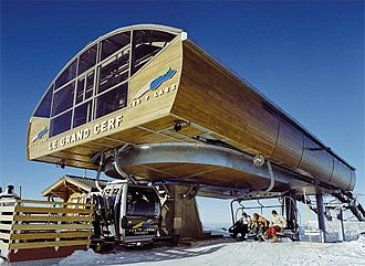 """Hybrid lift - The top of Doppelmayr's """"Le Grand Cerf"""" at Les Sept Laux, outside of Grenoble, France. Chairs exit to the right, gondolas on the left."""