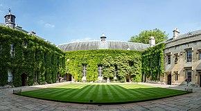 Lincoln College Quad, Oksfordo, UK - Diliff.jpg