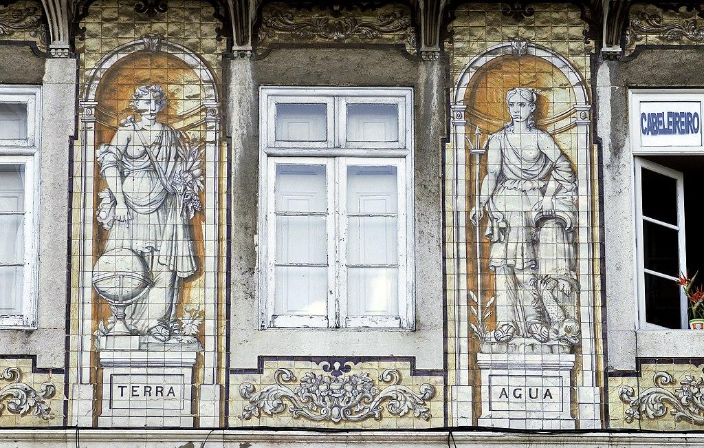 Fenêtre et façade de la maison Ferreira das Tabuletas à Lisbonne - Photo de LBM1948