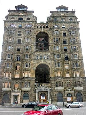 Divine Lorraine Hotel - Image: Lorraine Hotel Broad St Philly
