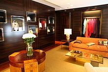 Habitación de una tienda de Louis Vuitton en Viena para clientes VIP. 984df539b70