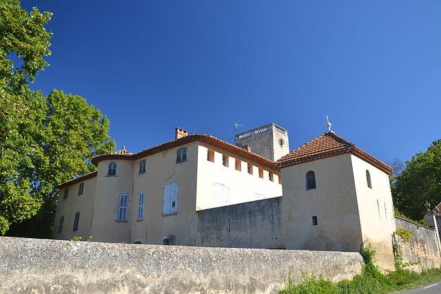 Замок - Château de la Corée в Лурмарене