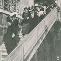 Lucrécia de Arriaga no garden-party no Palácio de Belém, por ocasição do 23.º aniversário da República Brasileira - Illustração Portugueza (25NOV1912).png