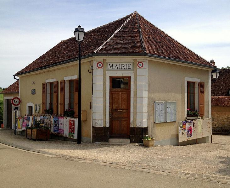 Mairie de Sainte-Colombe-sur-Loing, le jour des européennes 2014.