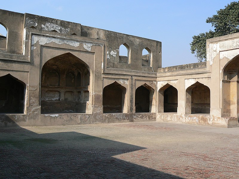 Makatib Khana (Secretariat), built by Jahangir in Lahore Fort.jpg