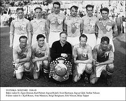 Egon Jönsson i højre yderwingsposition i MFFs guldhold 1949