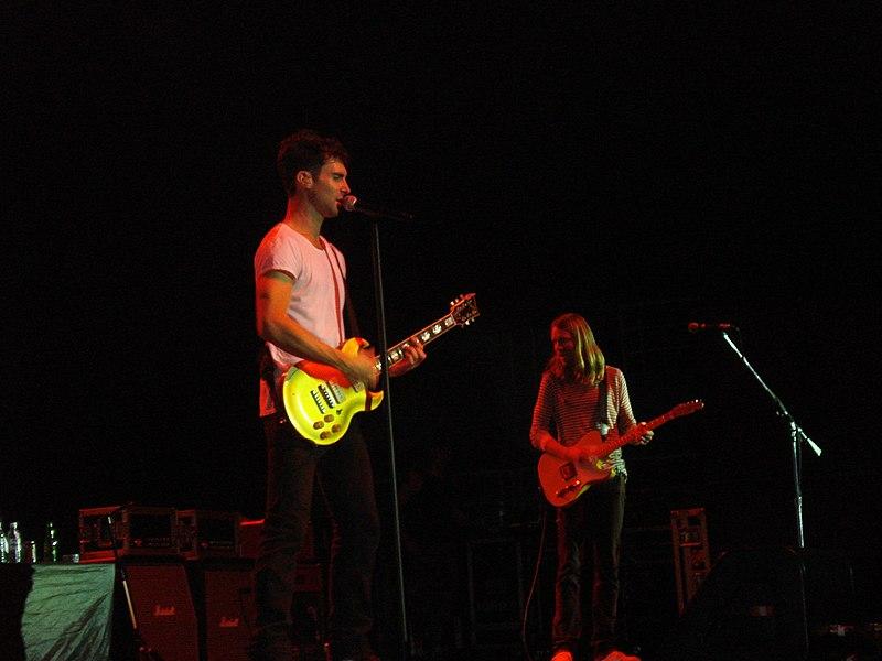 File:Maroon 5 @ HSBC Arena (3016413058).jpg