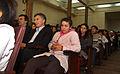 Mauricio Macri entregó diplomas a los alumnos que publicaron una primera antología de cuentos y poemas (7310839698).jpg