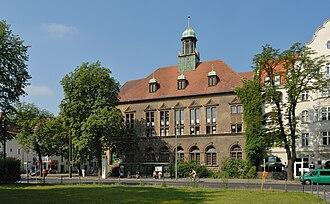 Niederschönhausen - Image: Max Delbrück Gymnasium, Berlin, Ostseite (2009)