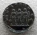 Medaglione di valentiniano I, 364-375, verso con le tre Monete con bilance, cornucopie e pile di monete.JPG