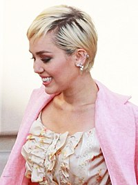 Miley Cyrus on 2015 Rock and Roll Hall of Fame Induction Ceremony (cropped).jpg