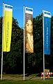 Mit Wissen Zukunft gestalten, Gottfried Wilhelm Leibniz Universität Hannover 3 Fahnen Herrenhäuser Straße 2 Hannover Herrenhausen.jpg
