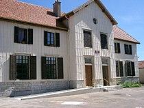 Mont-sur-Monnet - mairie - école (Jura).JPG