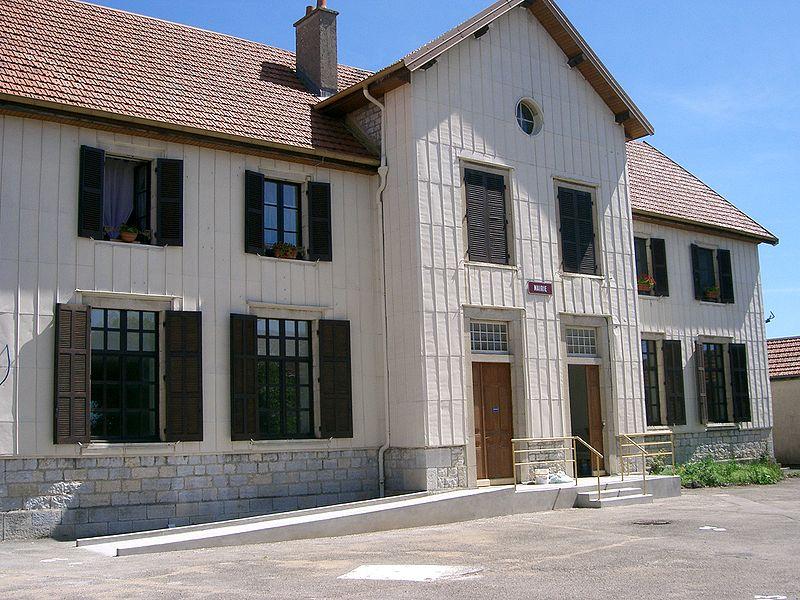 File:Mont-sur-Monnet - mairie - école (Jura).JPG