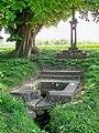 Montlognon (60), fontaine miraculeuse Sainte-Geneviève.jpg