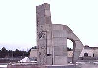 Monument aux martyrs à M'Sila (Algérie).jpg