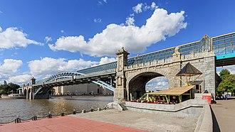 Lavr Proskouriakov - Image: Moscow Gorky Park Pushkinsky Bridge 08 2016 img 2