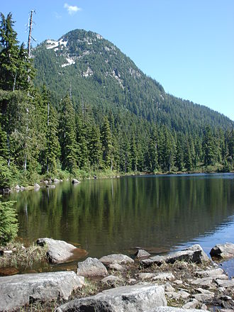 Mount Bishop (Fannin Range) - Mount Bishop seen from Vicar Lake in the West