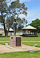 Narromine Glenn McGrath Statue 003.JPG