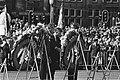Nationale herdenking Hans van Mierlo (l) en Dries van Agt (r) leggen een krans , Bestanddeelnr 932-1383.jpg