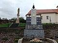Nevojice, pomník a Panna Maria.jpg
