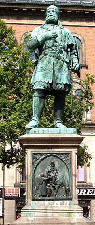 Randers Municipality - Niels Ebbesen statue in front of the old Town Hall in Randers, Denmark.