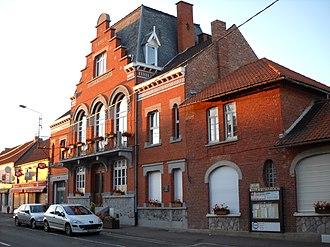 Ostricourt - Image: Ostricourt Town hall 2
