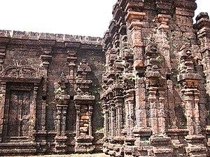 Rajarajeshwara Temple - Image: Outer wall Rajarajeshwara Taliparamba