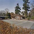 Overzicht poolhouse met omgeving en afgedekt zwembad - Eerde - 20335761 - RCE.jpg