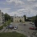 Overzicht van de kerk met omgeving, gezien vanuit tegenoverliggende flatgebouw - Vaals - 20399138 - RCE.jpg