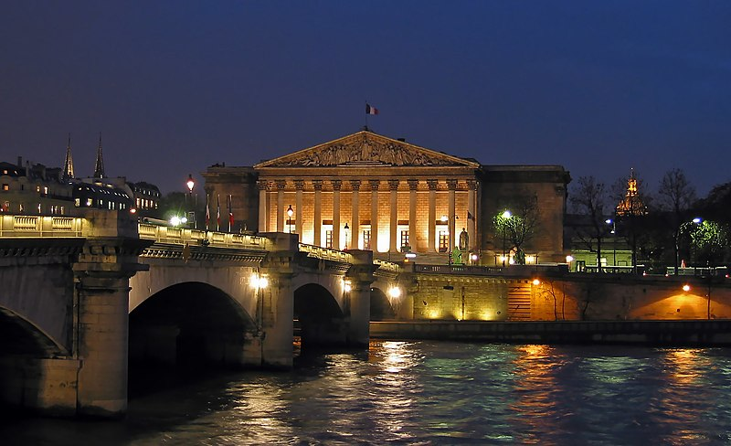 File:Palais Bourbon Nuit.jpg