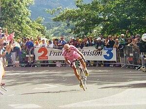 Marco Pantani - Pantani near Briançon at the 2000 Tour de France