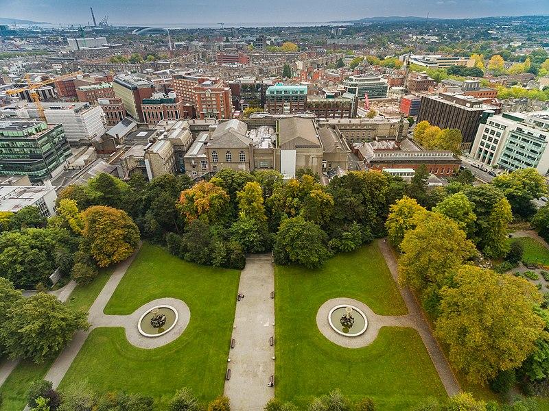 File:Park in Dublin Iveagh Gardens aerial (21950874150).jpg