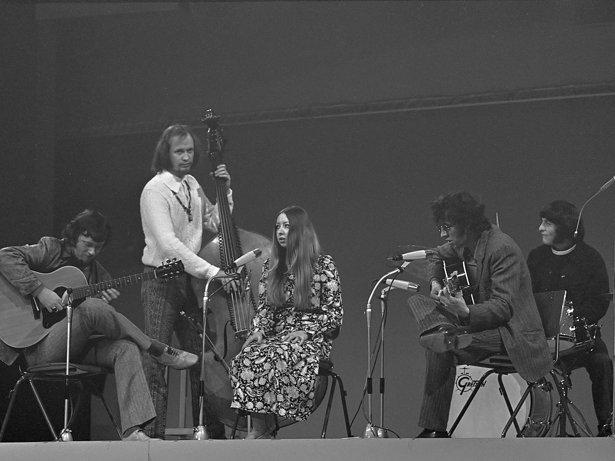 the audience the pentagle and the green Pentangle still boggle the ear as banjo meets sitar in the unique fusion that made the five original band members showcased their solid gold repertoire to a devoted audience that demanded an encore, writes john l walters pentangle, the time has come.