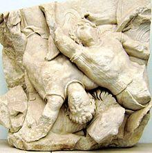 Relief di Altar Pergamon Altar yang menggambarkan Aias membunuh