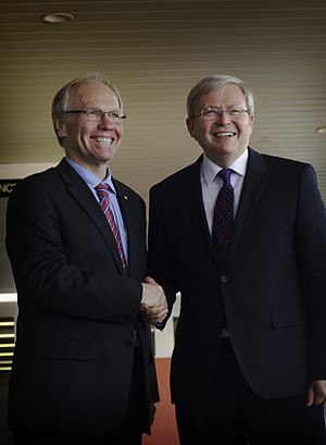 Peter Beattie - Beattie with Kevin Rudd, the then-Prime Minister of Australia, during his unsuccessful campaign for the Division of Forde at the 2013 federal election.