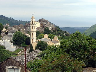 Pietra-di-Verde - The church and surrounding buildings in Pietra-di-Verde
