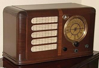 Waterfall furniture - Image: Pilot radyo 1938