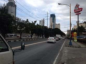Pioneer Street - Pioneer Street links Robinsons Cybergate Complex with Ortigas Center
