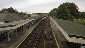 St Erth railway station - The mainline platforms, looking east towards Plymouth. Platform 1 is on the right-hand side of the picture, while Platform 2 is on the left.
