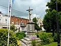 Pomnik przed kościołem - panoramio (1).jpg
