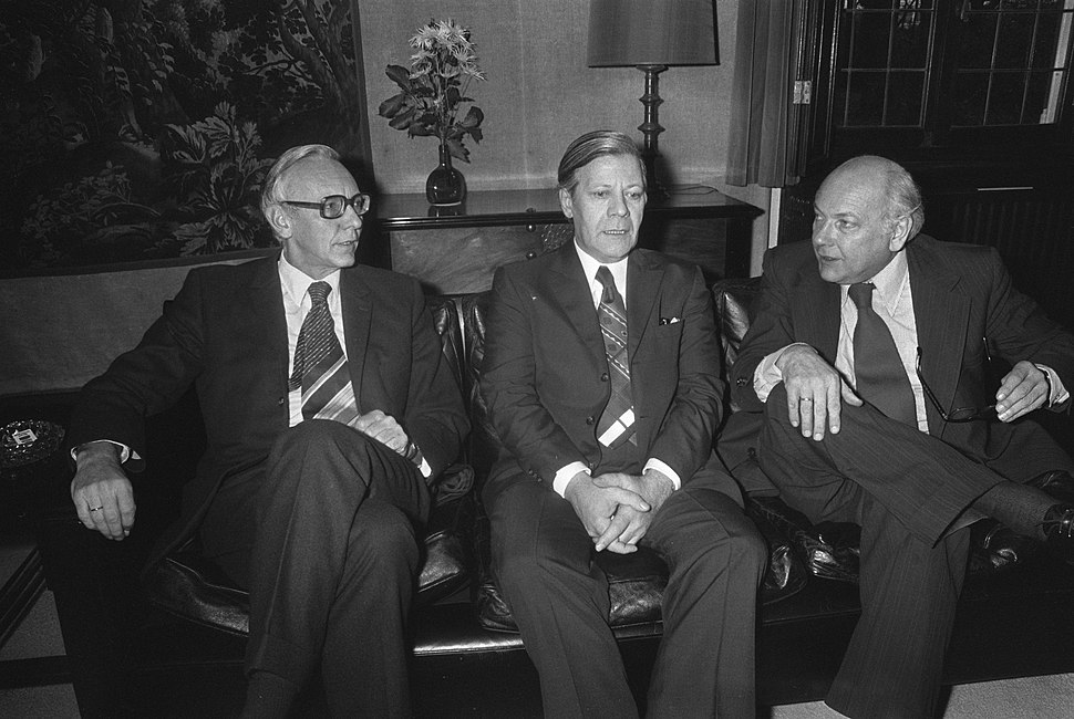 Premier Den Uyl (rechts) ontvangt op Catshuis bondskanselier Schmidt , links min, Bestanddeelnr 927-5566