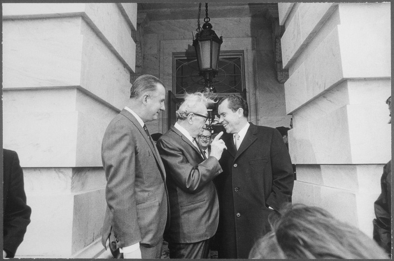 File:President Nixon conversing with Senator Dirksen and Vice President Agnew on the occasion of a luncheon with Senate... - NARA - 194603.tiff