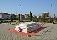 Pristina - Ibrahim Rugova tomb.JPG