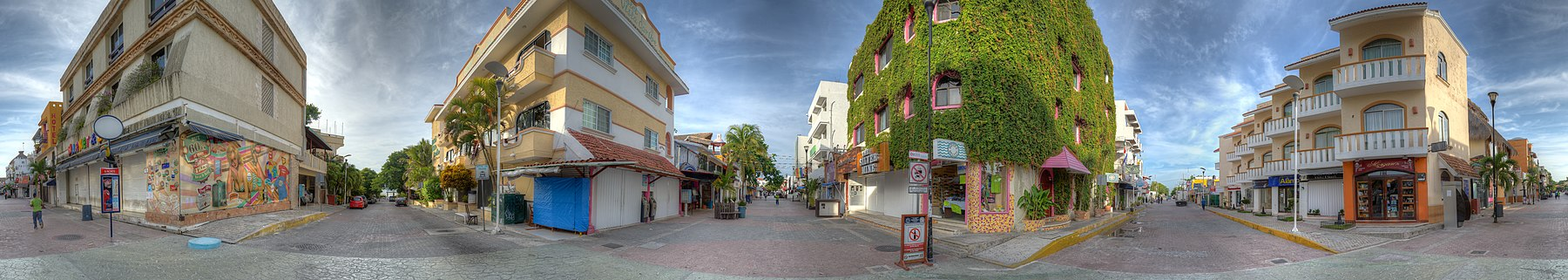 Quinta Avenida at Calle 6 Norte - Playa del Carmen, Mexico - August 15, 2014.jpg